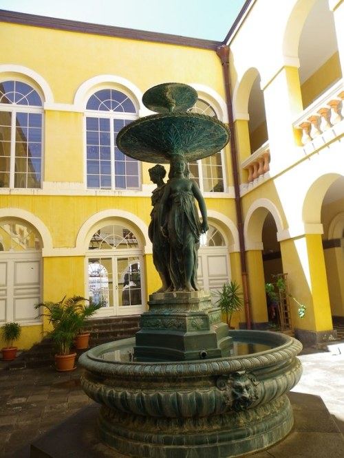 Fontaine de l'ancienne Mairie de St Denis