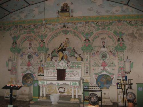 Intérieur de la Chapelle dédiée à Ste Thérèse.