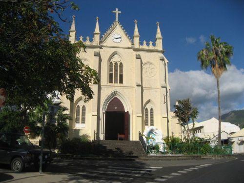 L'église Saint-Jacques domine un quartier très populaire à l'origine