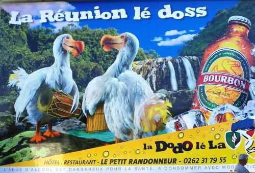 Publicité géante des Brasseries de Bourbon dans le cirque de Cilaos.