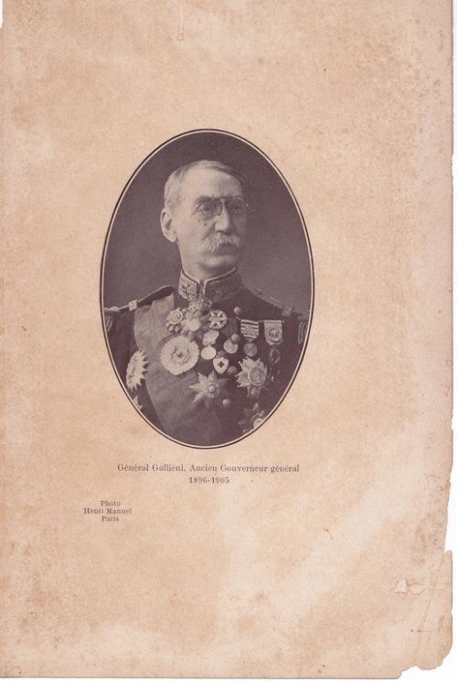 Général Galliéni. Ancien Gouverneur général (1896-1905) Photo Henri Manuel. Paris. Cliché extrait du livre MADAGASCAR. A. Challamel. Éditeur. 1914.