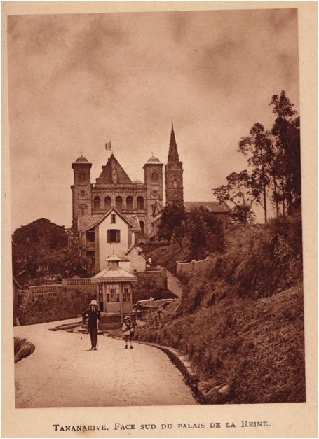 (Photo : I.Manhes, tirée de « A MADAGASCAR » B.Arthaud. Grenoble 1932.)