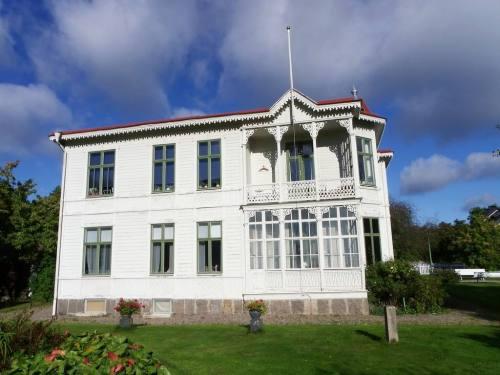 la belle villa  aux lambrequins de Carin Nilsson
