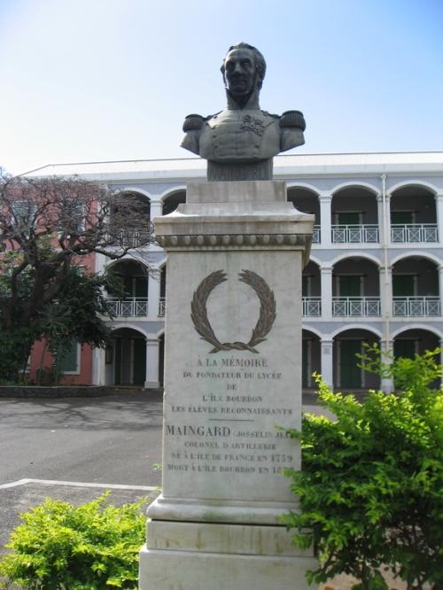 Buste du colonel Maingard, premier directeur du Lycée.
