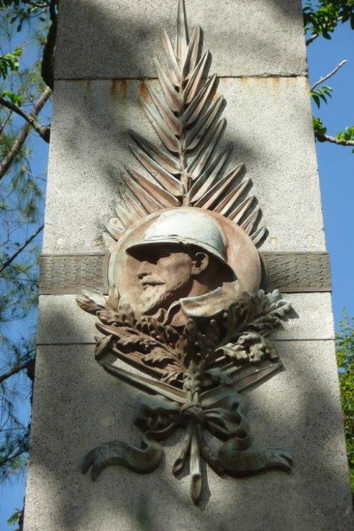 Monument aux Morts de Saint-Louis (détails)