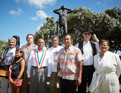 Sudel Fuma, troisième en partant de la droite, lors de la cérémonie du 10 avril 2013 au Barachois en hommage aux esclaves décapités après la révolte de 1811.