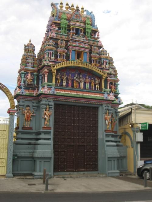 Temple hindou à Saint-Denis. cliché r.g.