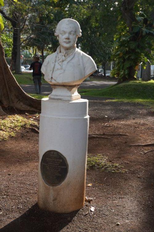 Honneur à Pierre Poivre.