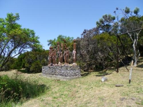 Vue d'ensemble du monument aux marrons (Association Capitaine Dimitile). (Coll. privée).